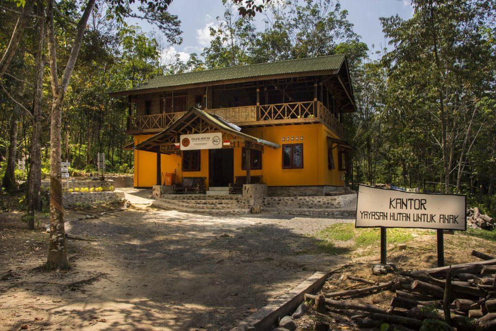 Škola v miestnej dedine