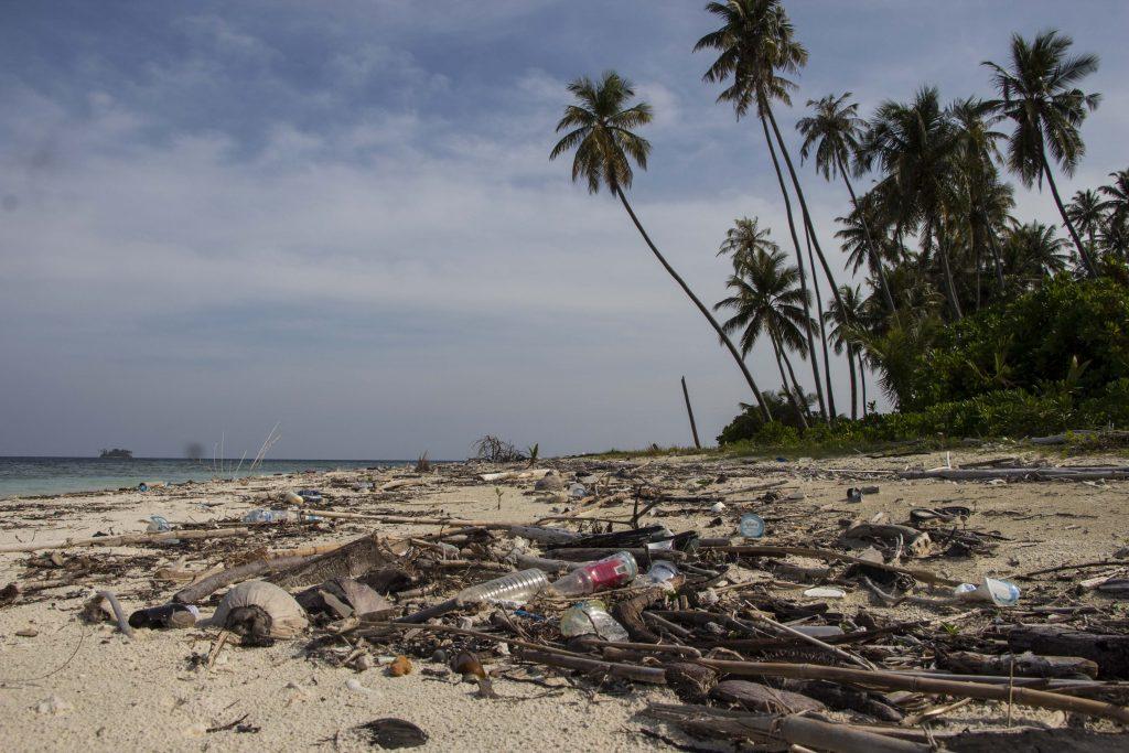 Znečistená pláž